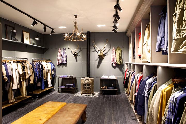 Shop áo quần dùng đèn Led âm trần để chiếu sáng